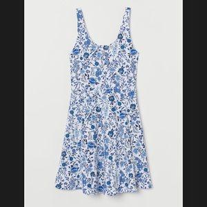 Short sleeveless floral dress 👗